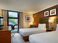 4.twin_deluxe_guest_room-spotlisting