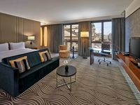 Hilton-berlin-hotel-junior-suite-spotlisting