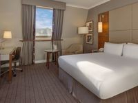 Hilton-cambridge-city-centre-king-guestroom-spotlisting